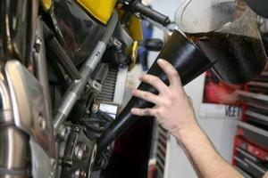 Смяна на моторното масло на двигателя – стъпка 9