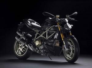 Звярът на Ducati - Streetfighter S 01