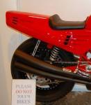 Мотоциклетът Ferrari 900 на търг 1