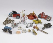 Колекция от играчки на стари мотоциклети се продава за $15,000 03