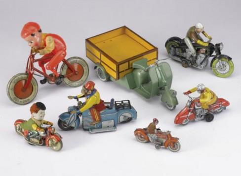 Колекция от играчки на стари мотоциклети се продава за $15,000 04