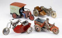 Колекция от играчки на стари мотоциклети се продава за $15,000 06