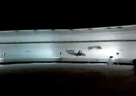 BMW G450X срещу бобслей