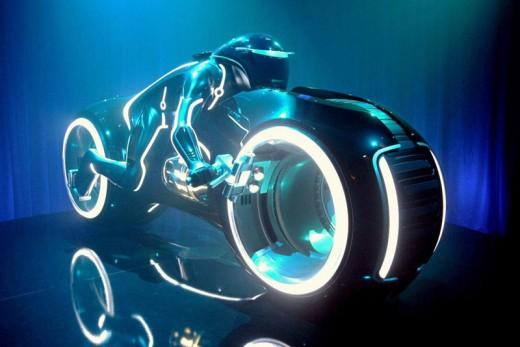 Светлинният мотоциклет в Tron в реален размер 01