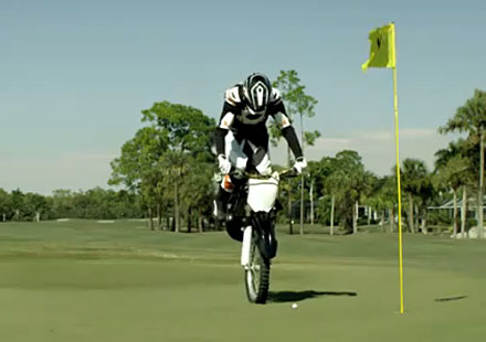 Мото голф! Право в дупката!