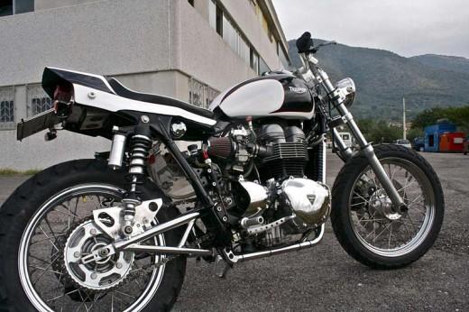 Италиански къстъм на Triumph Bonneville 01