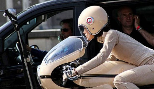 Кийра Найтли и Ducati 750SS в реклама на Chanel 07