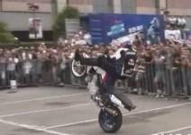 Легендарният шампион Крис Файфър в действие