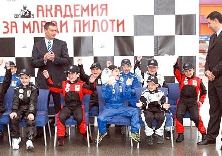 Министър Нейков откри картинг академия в Пловдив
