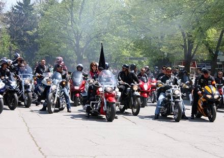 Червени мотористи качиха Бакаджиците