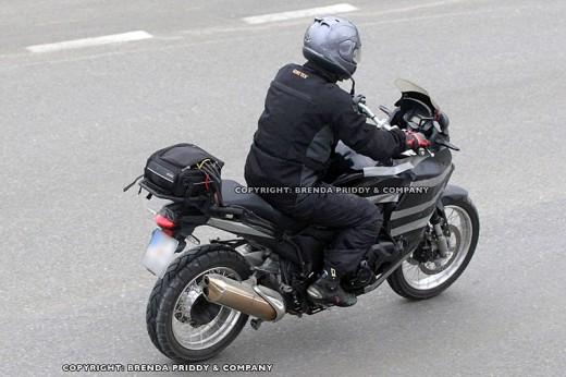 Шпионски снимки на мотора Honda Crosstourer 01