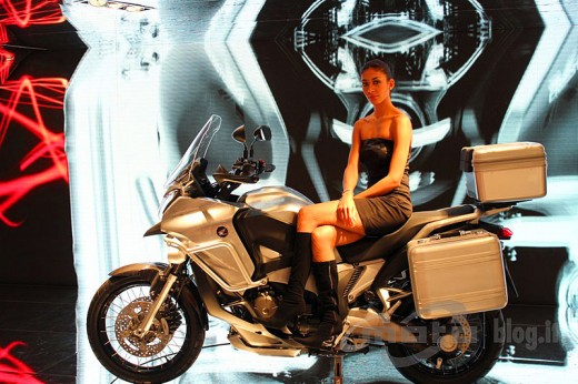 Шпионски снимки на мотора Honda Crosstourer 02