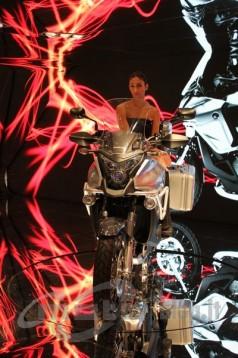 Шпионски снимки на мотора Honda Crosstourer 08