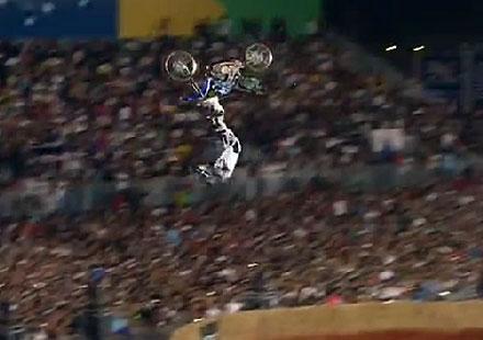 Нейт Адамс с победа в Red Bull X-Fighters