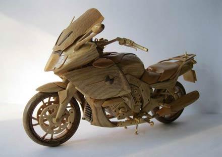 Дървеното мъниче BMW K1600GTL