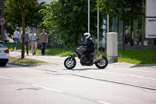 Мото шпионите уловиха шосейният мотор Husqvarna 900 03