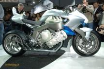 Шестцилиндров нейкд мотор от BMW 03