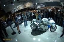 Шестцилиндров нейкд мотор от BMW 08