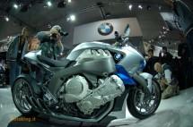 Шестцилиндров нейкд мотор от BMW 09