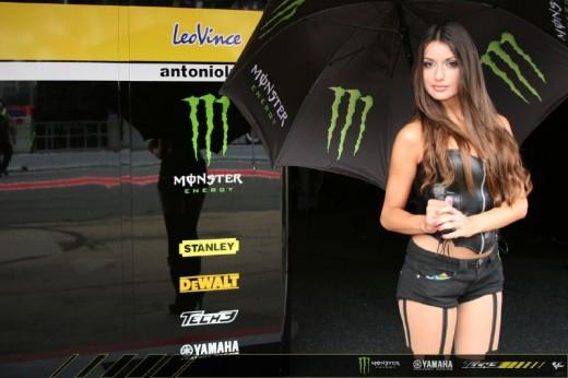 Падок момичетата на MotoGP Бареслона 2011 01