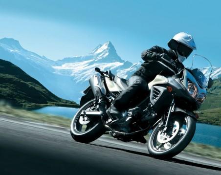 Снимки на мистериозния мотоциклет Suzuki V-Strom 2012 02