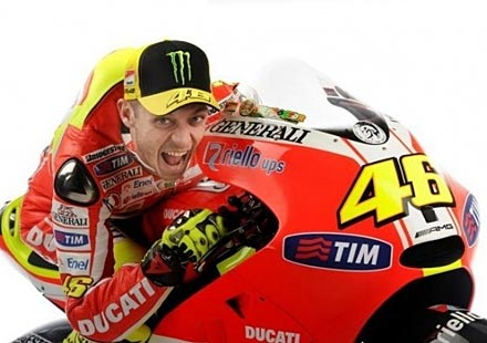 Ducati и Роси продължават да се борят с представянето на мотора
