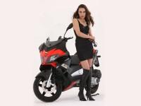 Макси скутерът Aprilia SR Max 16