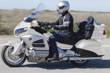 Инвоации в мотоциклета Honda Gold Wing за 2012 01