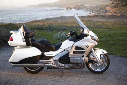 Инвоации в мотоциклета Honda Gold Wing за 2012 02