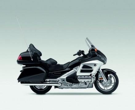 Инвоации в мотоциклета Honda Gold Wing за 2012 06