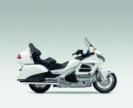 Инвоации в мотоциклета Honda Gold Wing за 2012 08