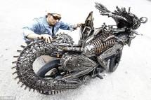 Извънземен мотоциклет от рециклирани резервни части 02