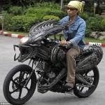 Извънземен мотоциклет от рециклирани резервни части 03