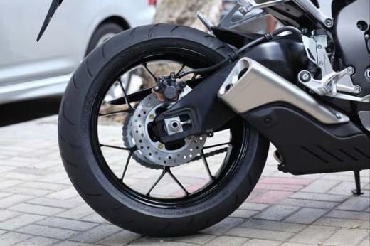 Honda показа моторът 2012 CBR 1000RR Fireblade 04