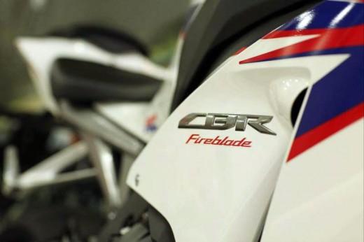 Honda показа моторът 2012 CBR 1000RR Fireblade 11