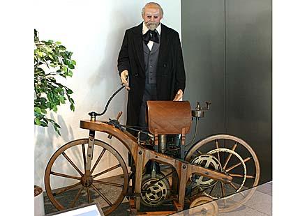 На 29 август преди 126 години Даймлер патентова мотоциклета