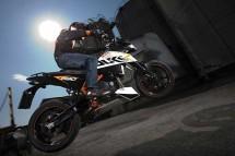 Най-мощния едноцилиндров мотор в света - детайли за 2012 KTM 690 Duke 03