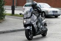 Скутерът на BMW за 2012 - шпионски снимки 02