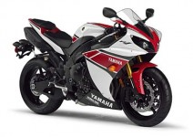 Регулируем тракшън контрол в мотоциклета 2012 Yamaha YZF-R1