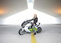 Концепцията за електрически скутер на BMW с камери за задно виждане 10