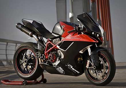V за Vendetta – тунинг на Ducati Superbike