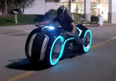 Моторът от Трон – ако нямаш $55 000, може да го спечелиш