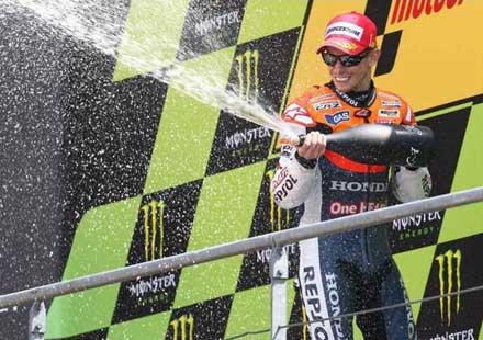 Стоунър спечели титлата и заплаши да напусне MotoGP