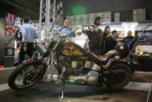 Hell's Angels MC и полицията на Италия с щандове на EICMA 2011 03