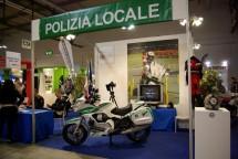 Hell's Angels MC и полицията на Италия с щандове на EICMA 2011 09