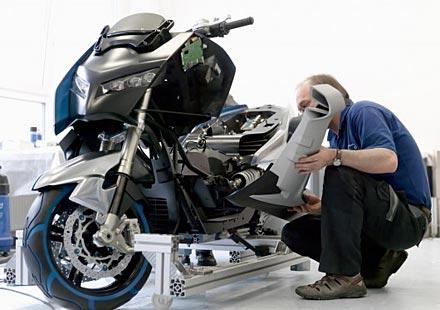 BMW започва производство на маски скутерите си C 600 Sport и GT C 650