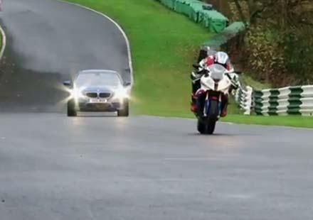 BMW S1000RR срещу BMV M 510 (видео)