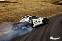 Мотори срещу полицейска кола в дрифт битка 03