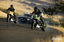 Мотори срещу полицейска кола в дрифт битка 04