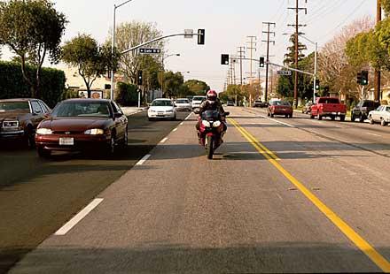 """Мотоклуб """"Черните рози"""" призовава всички към отговорност на пътя"""